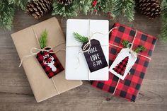Add a little rustic, outdoorsy flair to your holiday decor and gift wrapping with these free buffalo check plaid Christmas printables. Christmas Gift Wrapping, Diy Christmas Gifts, Christmas Projects, Holiday Gifts, Christmas Decorations, Holiday Decor, Christmas Ornaments, Santa Gifts, Homemade Christmas