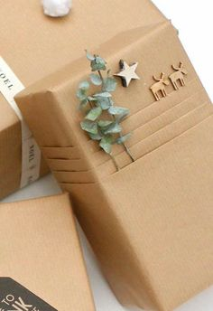 Are you ready for the 40 best DIY gift wrapping ideas for Christmas? Here they are … wrapping gifts in kraft paper Are you ready for the 40 best DIY gift wrapping ideas for Christmas? Here they are … wrapping gifts in kraft paper Present Wrapping, Creative Gift Wrapping, Wrapping Ideas, Creative Gifts, Wrapping Papers, Diy Wrapping Paper, Christmas Gift Wrapping, Best Christmas Gifts, Christmas Crafts
