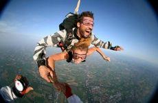 """TANDEM: chiunque puo' provare a volare: vieni  a """"lanciarti""""  legato  ad un esperto istruttore..fara' tutto Lui.. tu dovrai solo goderti la caduta libera  http:\\www.bfu.it"""