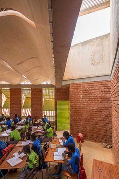 <p>Windfänge im Klassenzimmer der »Lycée Schorge« in Koudougou, Burkina Faso, 2016.</p>