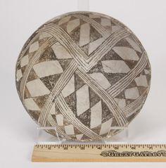 Mimbres River Valley pottery bowl, ca. 950 AD : Lot 29