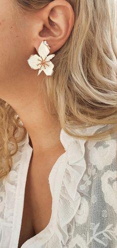 Rose Gold Earrings, Flower Earrings, Stud Earrings, Big Flowers, Gold Studs, Pearl Jewelry, Daisy, Handmade Jewelry, Etsy Shop