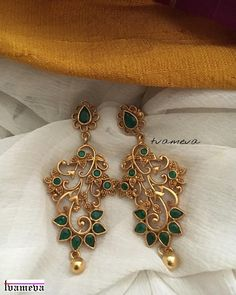 25 Unique Earrings Designs Apt for Any Ethnic Outfit Indian Jewelry Earrings, Gold Jhumka Earrings, Jewelry Design Earrings, Gold Earrings Designs, Gold Jewellery Design, Heart Jewelry, Unique Earrings, Bridal Earrings, Necklace Designs