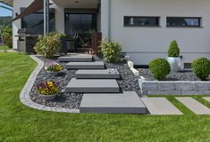 Modern Landscaping, Outdoor Landscaping, Front Yard Landscaping, Patio Stairs, Exterior Stairs, Porch Steps, Front Steps, Front Garden Entrance, Landscape Stairs