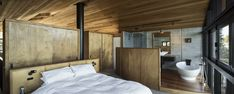 Image 15 of 18 from gallery of Anzac Bay House / Vaughn McQuarrie. Photograph by Simon Devitt Beautiful Interiors, Beautiful Homes, Building A Container Home, Garage House Plans, Minimalist Home, Interior Decorating, Interior Design, Chalet Interior, Modern Interior