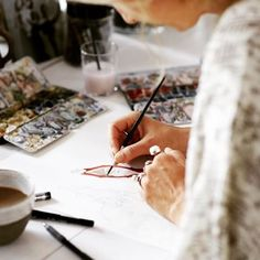 Художник за работой над эскизами #скорооткрытие #украшения #ювелирныеукрашения #PIERRE #PIERREparis #PIERREjewellery #jewellery #sketch #sketching #artist #эскиз #художник #ювелир #дизайнер #москва