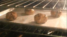 Coloca sal marina gruesa sobre tus galletas con chispas de chocolate para llevarlas al siguiente nivel… | 46 Innovadores trucos para hornear que todos necesitan conocer