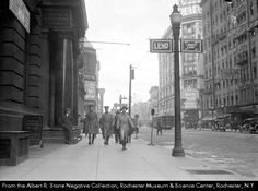 """Lincoln National Bank of Rochester at 19 Main Street West include soldiers in uniform. Signs on the nearest light pole read """"Lend"""" and """"4th Liberty Loan"""". Signs in the background also encourage investing in Liberty Bonds. Other visible businesses include the Rochester Savings Bank at 47 Main Street West and Fay's Vaudeville Theatre at 75 Main Street West. Subject(s): Posters. War bonds & funds--United States. World War, 1914-1918--New York (State)--Rochester. NY Chase Bank, Jpmorgan Chase, Rochester New York, Savings Bank, I Love Ny, Retro Pop, Main Street, World War, Old School"""