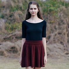 然若 一字领黑色t恤中袖女夏一字肩露肩漏肩上衣打底衫修身显瘦