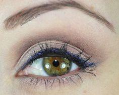 Tutorial de maquiagem básica com delineado violeta.