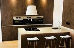 Cocina Loft en Madrid Loft, Conference Room, Table, Furniture, Home Decor, Kitchen Hoods, Kitchen Islands, Apartments, Kitchens