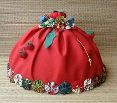 By Solange Maria Soccol Easy Crafts For Teens, Diy And Crafts, Paper Crafts, Sewing Tutorials, Sewing Crafts, Hand Embroidery Videos, Creative Gifts, Homemade Gifts, Handmade Christmas