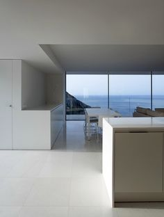 modern white house on the Cliff by Fran Silvestre Arquitectos