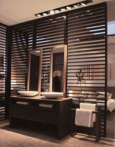 Wood partition wall between bathroom and bedroom Wooden Room Dividers, Sliding Room Dividers, Space Dividers, Wall Dividers, Hanging Room Dividers, Open Bathroom, Bathroom Interior, Bathrooms, Bad Inspiration