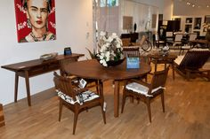 Saccaro USA showroom in Midtown Miami, dining set