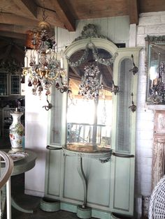Paris Flea Market - Wonderful vintage treasures for your home White Cottage, French Cottage, Cottage Chic, Shabby Chic Decor, Vintage Decor, Vintage Furniture, White Hall Tree, Paris Flea Markets, Antique Windows