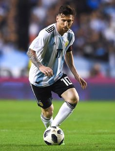 Lionel Messi Photos - Lionel Messi of Argentina drives the ball during an international friendly match between Argentina and Haiti at Alberto J. Armando Stadium on May 2018 in Buenos Aires, Argentina. Argentina Football Team, Messi Argentina, Messi Pictures, Messi Photos, Leonel Messi, Best Football Players, Soccer Players, Football Art, Steven Gerrard