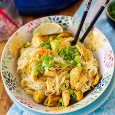 Egy finom Üvegtészta-saláta thai fűszerezésű csirkemellel ebédre vagy vacsorára? Üvegtészta-saláta thai fűszerezésű csirkemellel Receptek a Mindmegette.hu Recept gyűjteményében!