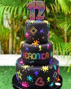 Shared by Carla Neon Birthday Cakes, 13th Birthday Parties, Birthday Party For Teens, Birthday Cake Girls, 16th Birthday, Glow In Dark Party, Glow Stick Party, Bolo Neon, Neon Cakes
