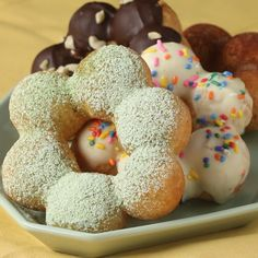 Here's again some donuts Donut Recipes, Sweets Recipes, Gourmet Recipes, Baking Recipes, Cute Desserts, Asian Desserts, Delicious Desserts, Yummy Food, Mochi Donuts Recipe