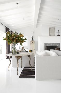 8 Fancy Living Rooms to start the new season in (Daily Dream Decor) Fancy Living Rooms, Home And Living, Living Room Decor, Living Spaces, Design Salon, Bright Rooms, Decoration Design, White Rooms, Dream Decor
