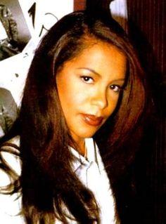 She's so beautiful! Rip Aaliyah, Aaliyah Style, Aaliyah Singer, Aaliyah Haughton, Thing 1, My Black Is Beautiful, Beautiful Images, Beautiful People