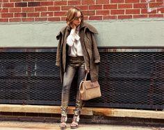 The Glamourai - Blog The Glamourai - casaco sobre os ombros - calça metalizada como usar -