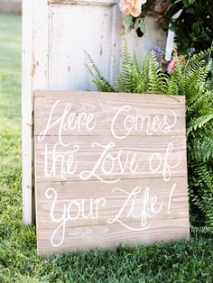 #rustic, #love, #sign  Photography: Braedon Photography - braedonphotography.com