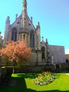 I was at St. Thomas's in April 2012. The choir at Mass on Sunday was so beautiful as were the f