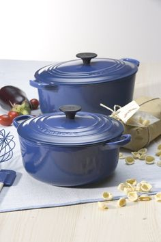 Le Creuset Cast Iron Round Casserole, Graded Blue, 24 cm: Amazon.co.uk: Kitchen & Home