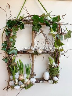 Green Windows, Deco Originale, Spring Is Coming, Spring Crafts, Easter Crafts, Grapevine Wreath, Happy Easter, Christmas Wreaths, Floral Wreath