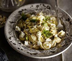 Glorian ruoka&viinin vuohenjuustopasta piristyy sitruunasta ja kokki vain vartin valmistusajasta.