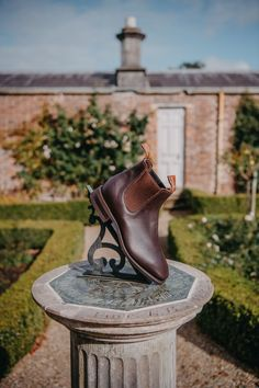 Williams Comfort Craftsman Chelsea boot in chestnut. Handcrafted in Adelaide, Australia. R M Williams Boots, Rm Williams, Shoe Horn, Comfort Design, Shoe Tree, Dress With Boots, Types Of Shoes, New Shoes