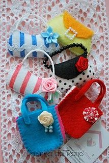 Bolsinhas para bonecas / little bags for dolls