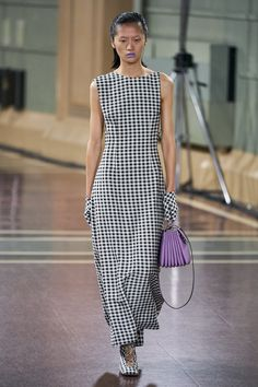 Emilia Wickstead Spring 2020 Ready-to-Wear Fashion Show - Vogue Fashion 2020, Runway Fashion, Womens Fashion, Fashion Trends, Emilia Wickstead, Vogue Russia, Fashion Show Collection, Mannequins, Couture Fashion