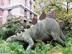 Stégosaure,Devant l'entrée de la galerie de Paléontologie, jardin des Plantes