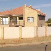 1 228 m², 3 bedroom house for rent in Pentagon Park, Bloemfontein Property For Rent, Rental Property, Outside Toilet, Built In Braai, Open Plan Kitchen Dining, Toilet Storage, Double Garage, 3 Bedroom House, Pentagon