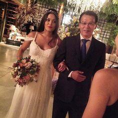 Nossa noivinha linda Bruna Nakasato!  Vestido #AtelierCarlaGaspar, buquet Adriana Perfect Flower