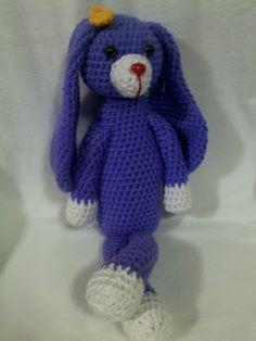 Conejo morado con orejotas