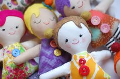 Sew this adorable rag dolls in just about an hour. Free pattern and instructions!