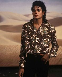Very Nice picture Concert Michael Jackson, Michael Jackson 1982, Thriller Michael Jackson, Michael Jackson Smooth Criminal, Michael Jackson Wallpaper, Mike Jackson, Jackson Family, Very Nice Pic, Nice Picture