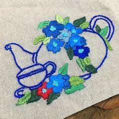 -2016/12/23 수강생 작품 티매트  매력적인 블루죠 멋지게 잘해 오셨어요~ . . 수강생 작품 올려놓고 오늘은 작은애 짐은 택배로 붙여놓고 이사하러 서울로 출발합니다 일주일 사이에 애 둘을 내보내고나면 집이 텅텅 빌것같읍니다 . . . . . By Alley's home #embroidery#knitting#crochet#crossstitch#handmade#homedecor#needlework#antique#vintage#pottery#flower#ribbonembroidery#quilt#프랑스자수#진해프랑스자수#창원프랑스자수#마산프랑스자수#리본자수#꽃자수#창원프랑스자수수업#진해프랑스자수수업#실크리본자수#자수브로치#자수수업#앨리의프랑스자수#자수소품#손자수#리본자수수업#꽃다발자수#자수티매트#꽃자수