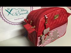 Live 17/05 bolsa Kate com dois compartimentos . - YouTube Clutch Pattern, Backpack Pattern, Handmade Handbags, Handmade Bags, Hand Embroidery Flowers, Patchwork Baby, Diy Bracelets Easy, Wallet Tutorial, Hip Bag