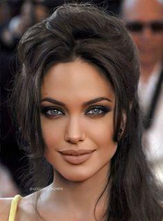 Angelina Jolie Makeup, Angelina Jolie Maleficent, Angelina Jolie Pictures, Salma Hayek, Classic Beauty, Beautiful Eyes, Beautiful Pictures, Beautiful Celebrities, Look Fashion