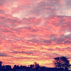 Sunrise, captured by @freepeoplekingofprussia. http://web.stagram.com/p/315010944571678268_3510902