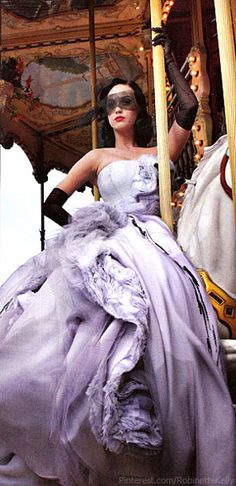 "Katy Perry in Christian Dior Haute Couture - ""Grand Tour"" by Annie Leibovitz for Vanity Fair June 2011 Dior Haute Couture, Couture Fashion, Winter Typ, Winter Mode, Christian Dior, French Fashion, High Fashion, Fru Fru, Annie Leibovitz"