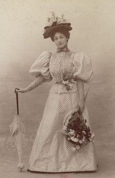 Faces of the Victorian Era, antique-royals: fashion by Atelier Nadar 1890s Fashion, Edwardian Fashion, Vintage Fashion, Edwardian Style, Fashion Fashion, Historical Costume, Historical Clothing, Mode Vintage, Vintage Ladies