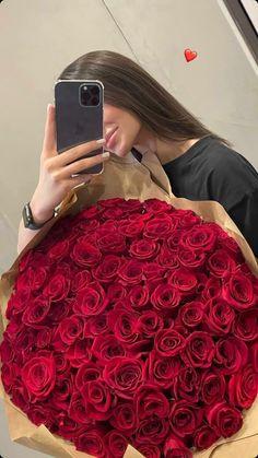 Beautiful Bouquet Of Flowers, Beautiful Roses, Iranian Women Fashion, Luxury Lifestyle Women, Innocent Girl, Boyfriend Crafts, Luxury Flowers, Romantic Roses, Insta Photo Ideas