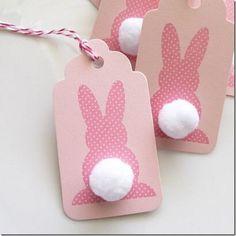 Decoração de páscoa com tags de coelhos