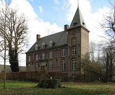 Kasteel Nemerlaer is een 14e-eeuws kasteel, gelegen in Haaren.Noord Brabant